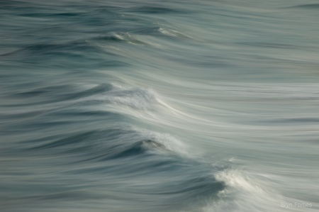 blue aqua and gray small wave flowing towards shore